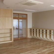 幼稚園の木製家具・建具